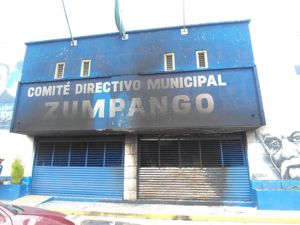 Amanece quemado el edificio del PAN en Zumpango (Galeria)
