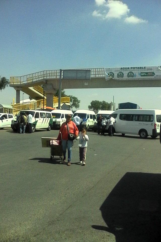 Hombres armados asesinan a checador en base de transporte público de Zumpango