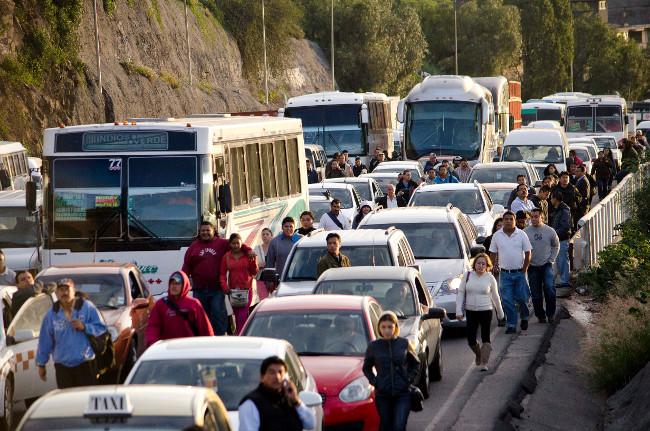 Vecinos de Zumpango bloquean la México-Pachuca