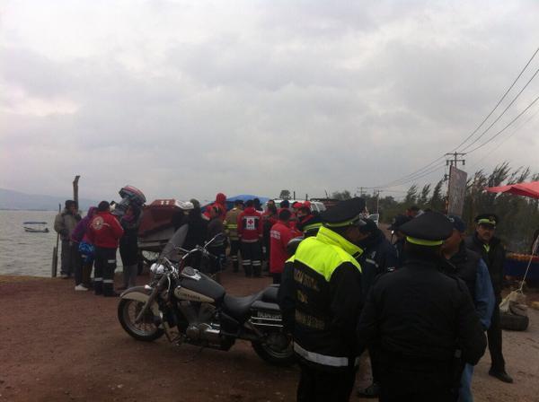 Mueren ahogados 2 jovenes al volcar moto acutica en la Laguna de Zumpango