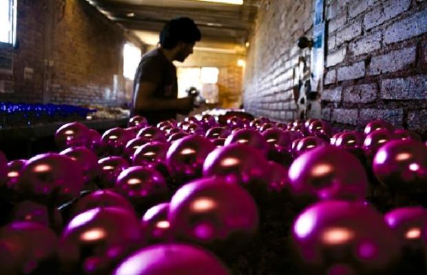 Artesanos de Zumpango dan batalla a esferas chinas